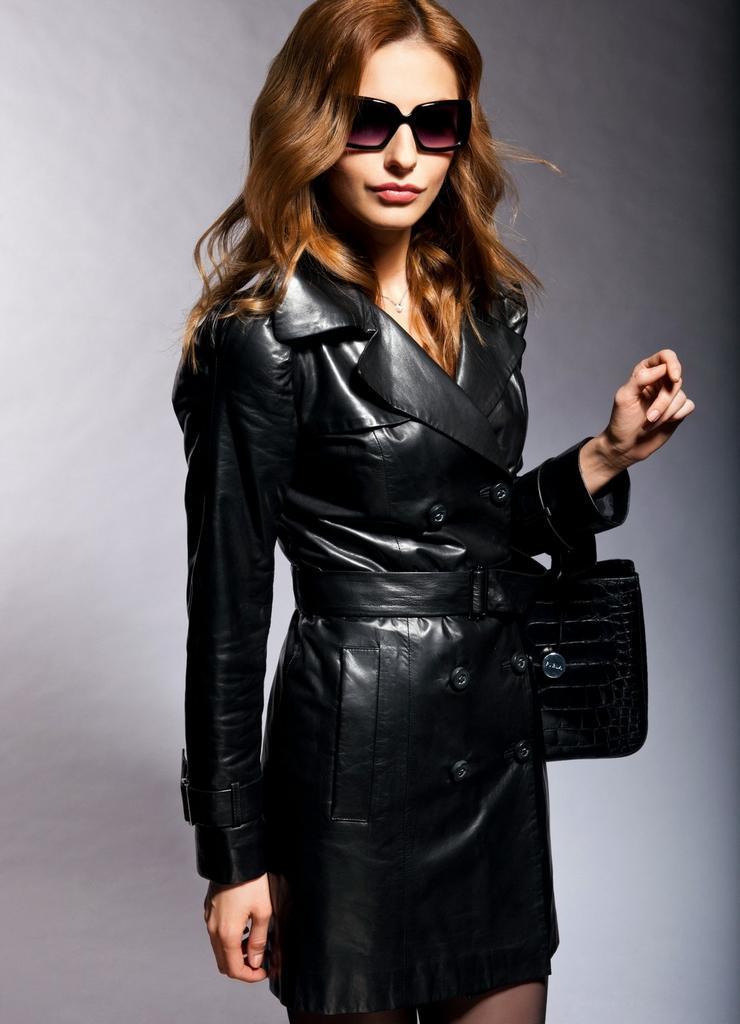 женщины в кожаных пальто фото тот момент