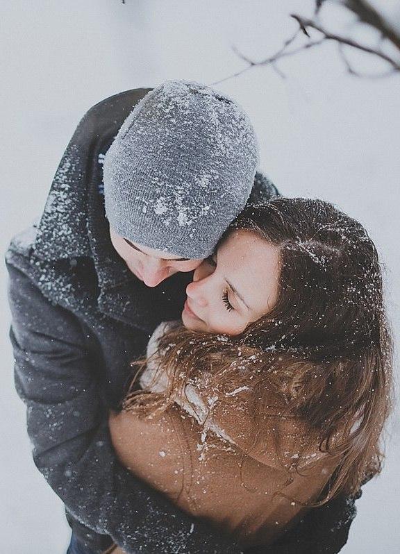 Целуются зимой в воде фото